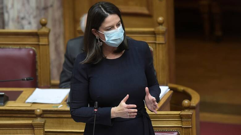 Κόντρα Κεραμέως - αντιπολίτευσης στη Βουλή