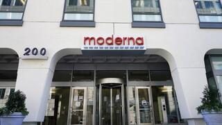 ΗΠΑ: Εγκρίθηκε το εμβόλιο της Moderna για κατεπείγουσα χρήση