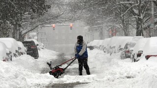 ΗΠΑ: «Βυθίστηκαν» στο χιόνι οι βορειοανατολικές πολιτείες - Κλεισμένοι στα σπίτια 50 εκατ. κάτοικοι