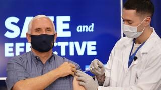 Κορωνοϊός - ΗΠΑ: Εμβολιάστηκαν δημόσια ο αντιπρόεδρος Πενς και η Δεύτερη Κυρία