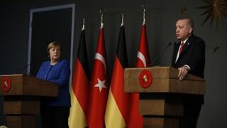 Επικοινωνία Ερντογάν - Μέρκελ για διμερείς σχέσεις και τη «νέα εποχή» ΕΕ-Τουρκίας