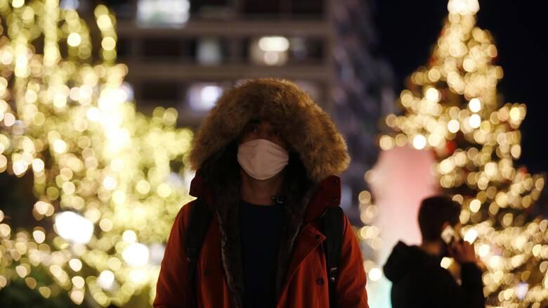 Κορωνοϊός: Η εύθραυστη ισορροπία των Χριστουγέννων - Κίνδυνος για απότομο «ξέσπασμα» του ιού