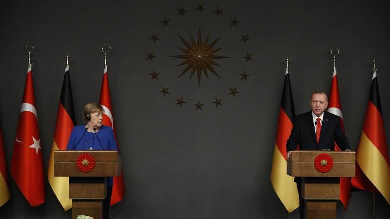 DW: Νέα συμφωνία για το μεταναστευτικό ζήτησε ο Ερντογάν από τη Μέρκελ