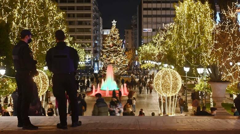 Χριστούγεννα 2020: Εικόνες που... δεν θυμίζουν lockdown στο κέντρο της Αθήνας