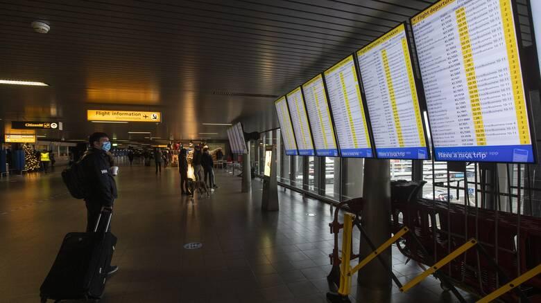 Κορωνοϊός: Ολλανδικό «μπλόκο» στις πτήσεις από Βρετανία μετά τον εντοπισμό νέας μετάλλαξης