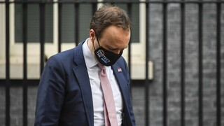 Βρετανός υπουργός Υγείας: Εκτός ελέγχου το νέο στέλεχος του κορωνοϊού
