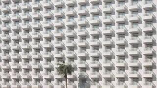 Τα άδεια ξενοδοχεία στο Benidorm: Μια φωτογραφική μεταφορά των καιρών της πανδημίας