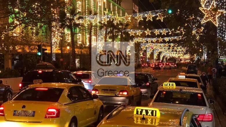 Χριστούγεννα 2020: Κοσμοσυρροή στην πλατεία Συντάγματος, κίνηση στους κεντρικούς δρόμους της Αθήνας