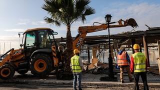 Πειραιάς - Μικρολίμανο: Άρχισαν οι κατεδαφίσεις καταστημάτων στην παραλία