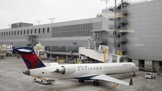 ΗΠΑ: Ζευγάρι κατέβηκε μαζί με τον σκύλο του από αεροπλάνο ενώ αυτό βρισκόταν σε κίνηση