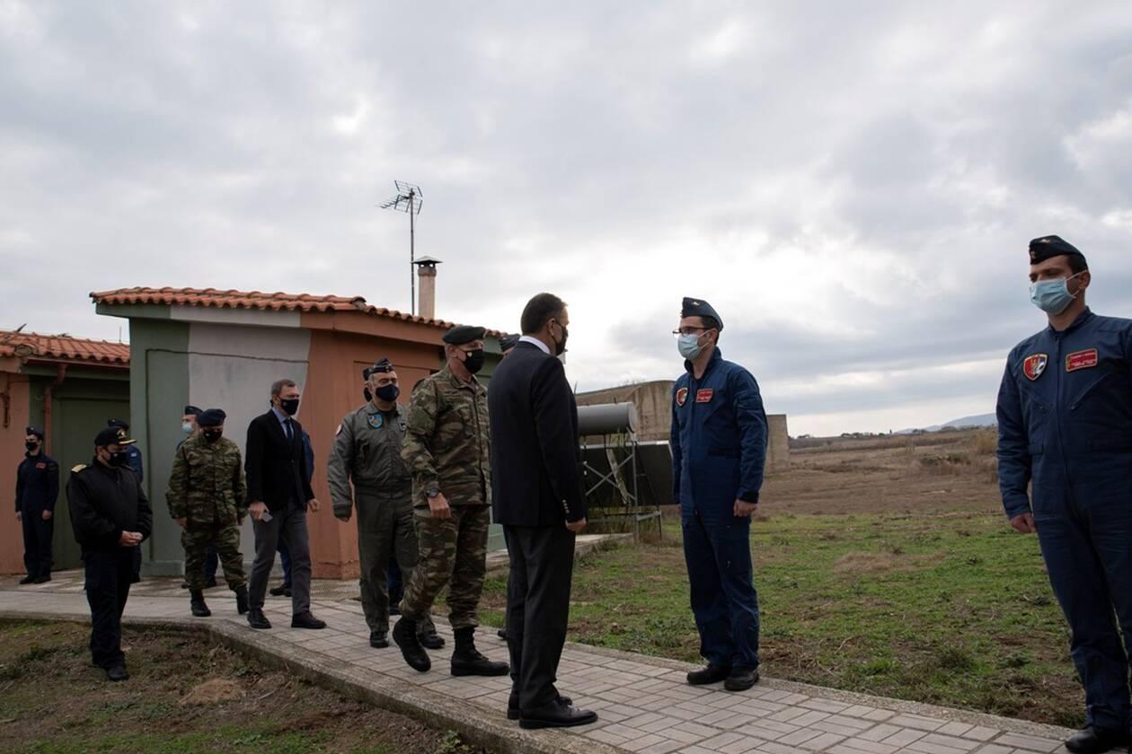 https://cdn.cnngreece.gr/media/news/2020/12/24/248061/photos/snapshot/geetha_xristougenna_euxes-2.jpg