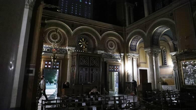 Κορωνοϊός: Χριστούγεννα με άδειες εκκλησίες και αυστηρά μέτρα