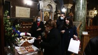 Πρωτόγνωρα Χριστούγεννα στις εκκλησίες της χώρας