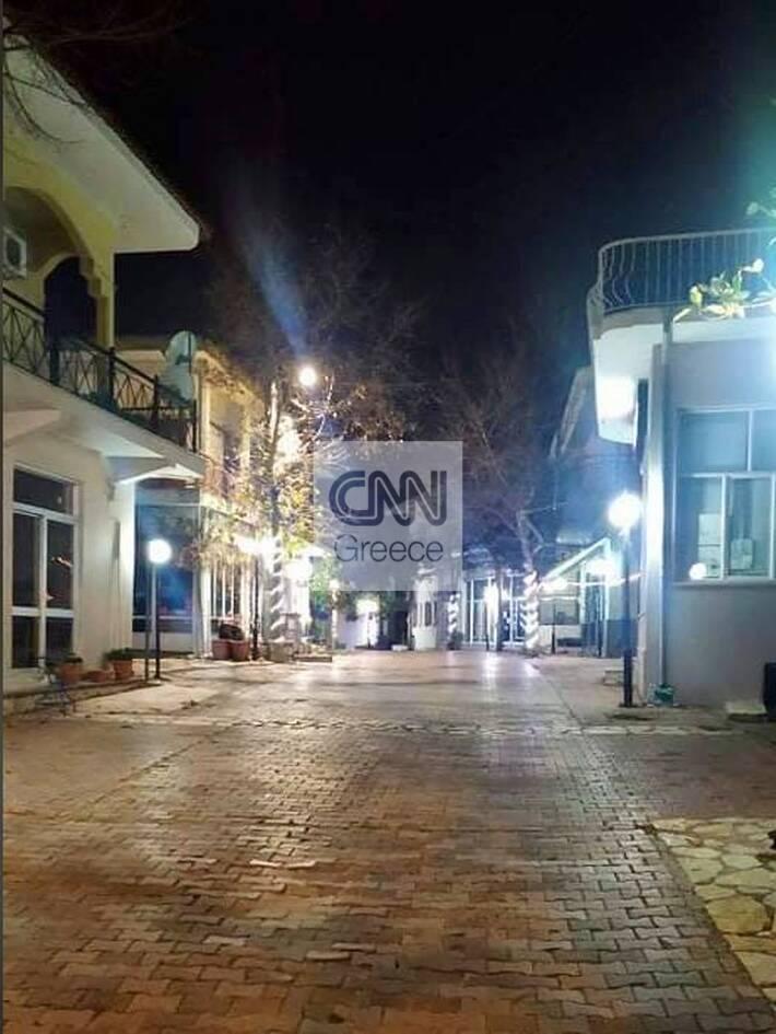 https://cdn.cnngreece.gr/media/news/2020/12/25/248220/photos/snapshot/thespies2.jpg