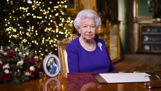 Βασίλισσα Ελισάβετ: Μία αγκαλιά το μοναδικό δώρο που θέλουν πολλοί φέτος τα Χριστούγεννα
