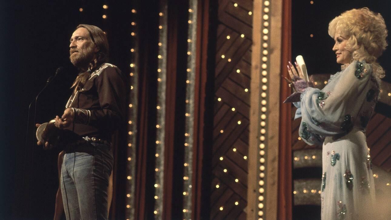 Ντόλι Πάρτον και Γουίλι Νέλσον μαζί... αλλιώς στο βίντεο κλιπ του «Pretty Paper»