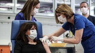 Εμβόλιο - Πρόεδρος της Δημοκρατίας: «Δίπλα στην αγωνία μπορεί να φωλιάσει κι ένα χαμόγελο»
