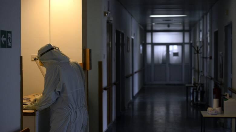 Κορωνοϊός: Στα 342 τα νέα κρούσματα, αλλά και 53 θάνατοι, 469 διασωληνωμένοι