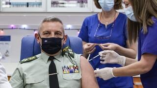 Κορωνοϊός: Εμβολιάσθηκε ο Αρχηγός ΓΕΕΘΑ Κωνσταντίνος Φλώρος