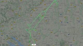 Γερμανός πιλότος σχημάτισε μία σύριγγα στον ουρανό για την έναρξη των εμβολιασμών στην ΕΕ