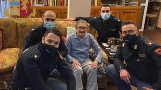 Μια χριστουγεννιάτικη κλήση μοναξιάς που «απάντησε» η ιταλική αστυνομία