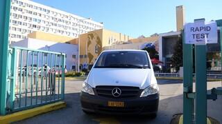 Συνεχίζεται η διανομή των εμβολίων: Έφτασαν σε Θεσσαλονίκη, Πάτρα, Λάρισα και Ιωάννινα