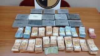 Χειροπέδες σε οδηγό φορτηγού με 14 κιλά κοκαΐνης και εκατοντάδες χιλιάδες ευρώ