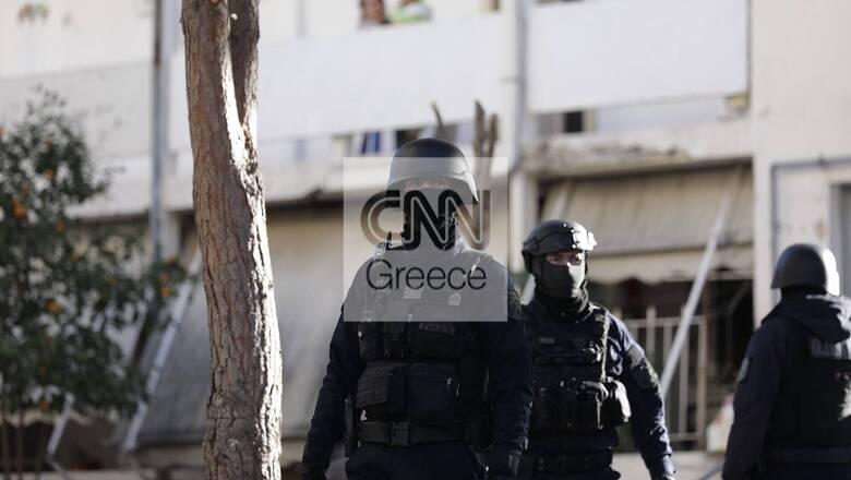 Πυροβολισμοί στην Αγία Βαρβάρα: Έφοδος της ΕΚΑΜ σε πολυκατοικία - Αναζητείται ο δράστης