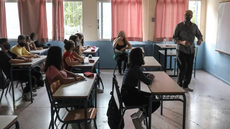 Άνοιγμα σχολείων: Ο κύβος ερρίφθη, ξαναχτυπάνε τα κουδούνια