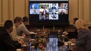 Τηλεδιάσκεψη υπό τον Μητσοτάκη για τη διαδικασία ψηφιοποίησης προξενικών υπηρεσιών
