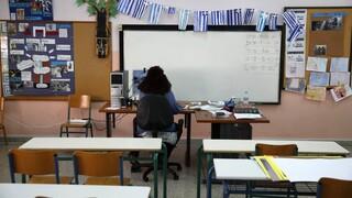 Καπραβέλος: Το υψηλό ιικό φορτίο είναι απαγορευτικό για το άνοιγμα των σχολείων