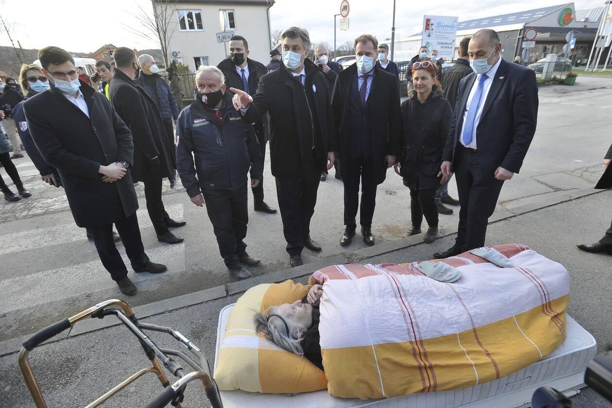https://cdn.cnngreece.gr/media/news/2020/12/30/248754/photos/snapshot/croatia_seismos-5.jpg