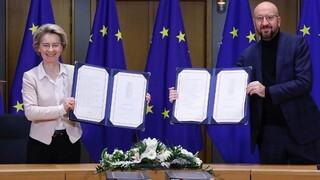 Brexit: Φον ντερ Λάιεν και Σ. Μισέλ υπέγραψαν την εμπορική συμφωνία Βρετανίας-ΕΕ