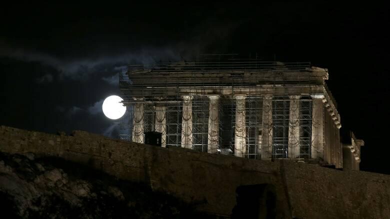 «Παγωμένη Πανσέληνος»: Το τελευταίο ολόγιομο φεγγάρι του 2020