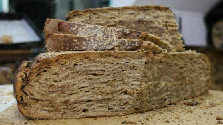 Πρωτοχρονιά: Η παραδοσιακή γλυκιά και αλμυρή βασιλόπιτα Αγιάσου στη Μυτιλήνη