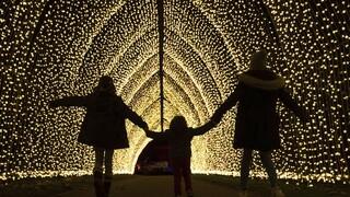 Χαρούμενες γιορτές για τα παιδιά μέσα στο σπίτι - Το δύσκολο στοίχημα των γονιών