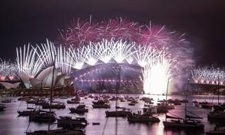 Εντυπωσιακά πυροτεχνήματα στην Αυστραλία για την υποδοχή της νέας χρονιάς