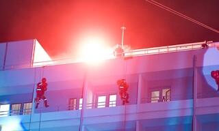 Πρωτοχρονιά - Πάτρα: Πυροσβέστες ντυμένοι Άγιοι Βασίληδες στο νοσοκομείο «Άγιος Ανδρέας»