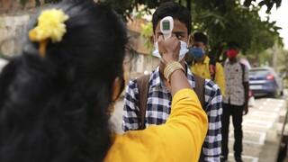 Ινδία: Το εμβόλιο της AstraZeneca αναμένεται να είναι το πρώτο που θα πάρει άδεια χρήσης