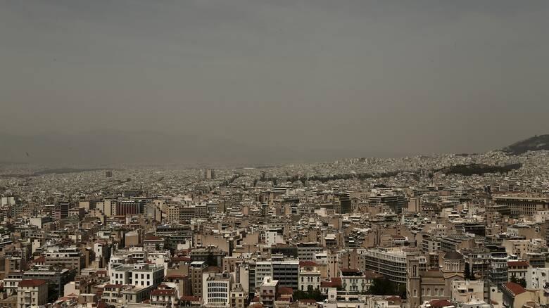Καιρός: Επιδείνωση από το Σάββατο με βροχές, καταιγίδες και σκόνη