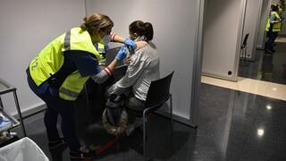 Η Βρετανία θα επιτρέπει τον συνδυασμό δύο διαφορετικών εμβολίων κατά του κορωνοϊού