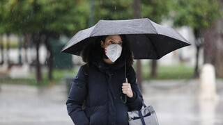 Καιρός: Βροχερό το σκηνικό και σήμερα - Αυξημένες συγκεντρώσεις σκόνης