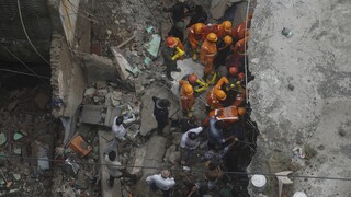 Τραγωδία στην Ινδία: 22 νεκροί και δεκάδες τραυματίες έπειτα από κατάρρευση κτηρίου