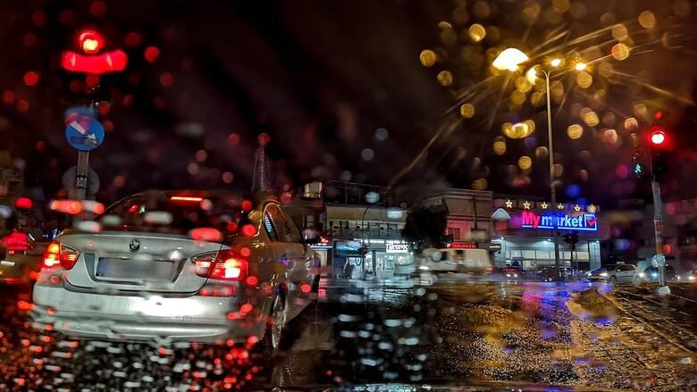 Κακοκαιρία: Πλημμύρισαν δρόμοι σε Κερατσίνι και Μενίδι - Δεκάδες κλήσεις στην Πυροσβεστική