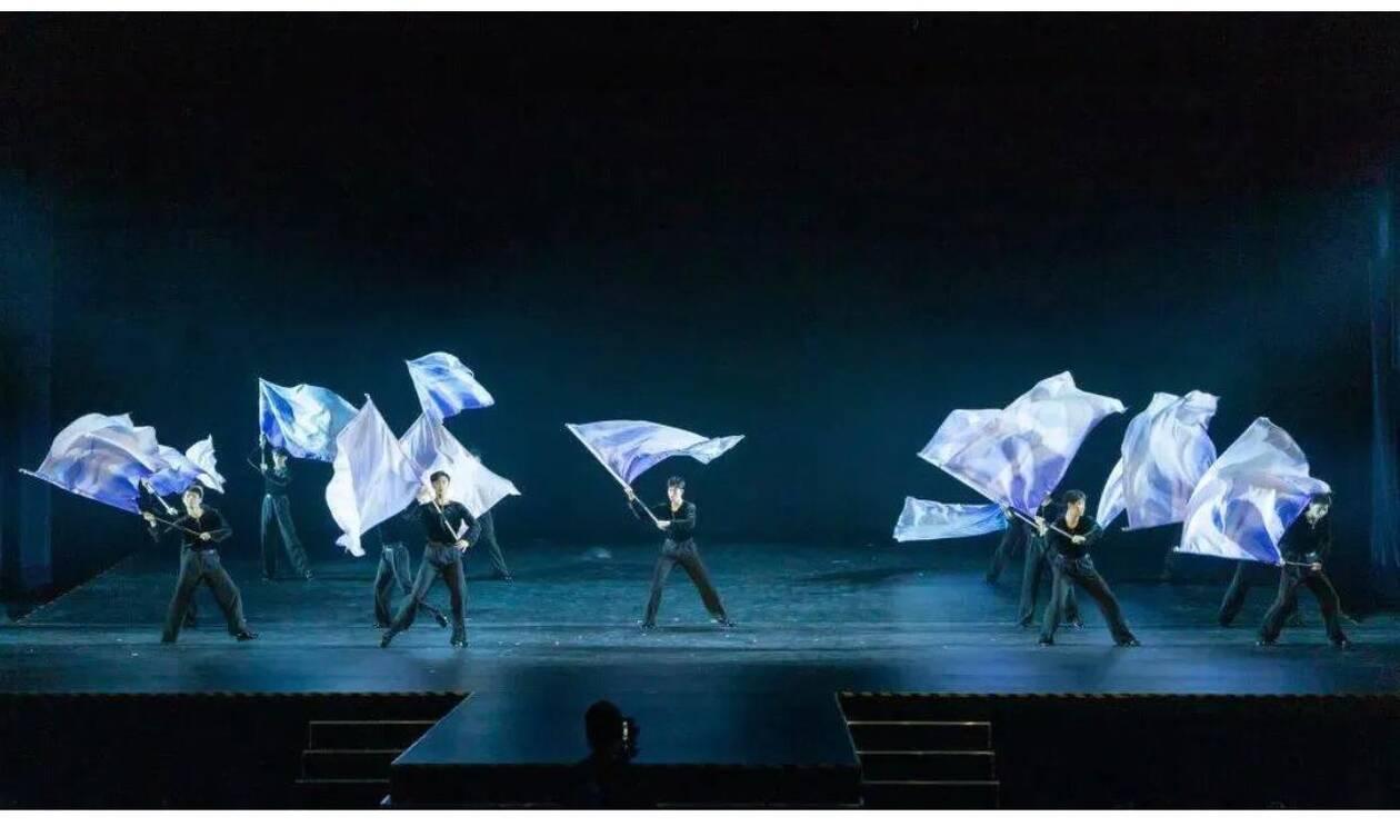 https://cdn.cnngreece.gr/media/news/2021/01/05/249481/photos/snapshot/Chinese-dancers---Zorba-2.jpg