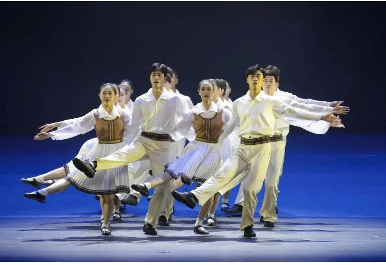 https://cdn.cnngreece.gr/media/news/2021/01/05/249481/photos/snapshot/Chinese-dancers---Zorba.jpg