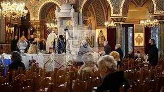 Θεοφάνεια με μάσκες και αγιασμό σε φιαλίδια: Ανοιχτές εκκλησίες, λίγος κόσμος