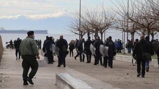 Θεοφάνεια: Ένταση στη Θεσσαλονίκη – Πιστοί έριξαν τον σταυρό στη θάλασσα