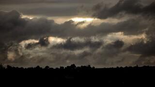Καιρός: Νεφώσεις και τοπικές βροχές την Πέμπτη