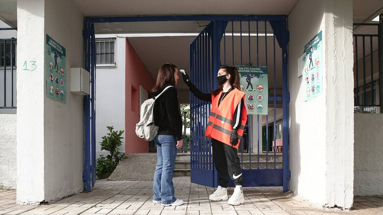 Κορωνοϊός - Εξαδάκτυλος: Η απόφαση για άνοιγμα των σχολείων δεν ήταν ομόφωνη